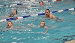 Jacob de Roos opent zwem4daagse De Westereen