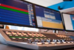 RTV NOF zoekt programmatechnici, mail vacatures@rtvnof.nl