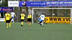 Berend Jan Prins links scoort de 1-2