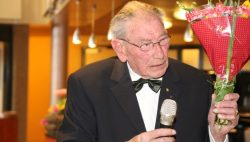 Harm Nicolai uit Kollum stopt na 35 jaar bij Frysk Seniorenorkest