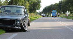 Lijnbus en auto botsen met elkaar op Lauwersmeerweg