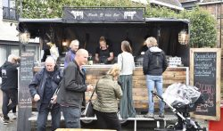 Foodtrucks veroveren De Markt in Dokkum