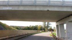 Kraan botst op viaduct over Trekwei bij Dokkum