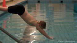 Eerste training van jeugdwaterpoloteam PWC Buitenpost