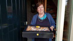 Pake en beppe Fennema krijgen verrassing van kleindochter