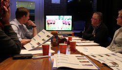 Sportjury bijelkaar voor beraad in studio RTV NOF