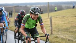 Ronde van Drenthe: valpartij gooit roet in het eten voor Anouska Koster