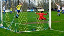 Jaap de Bruin scoort de 0-1. Meer foto's op www.rtvnof.nl