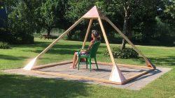 Vier de zomer en ontdek de werking van een piramide bij CorCaroli.Life