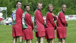 Archieffoto VV Zwaagwesteinde met v.l.n.r. Yde Boorsma, Jelle Arjaans, Johan Tolsma, Sipke Hulshoff en Willem de Ruiter