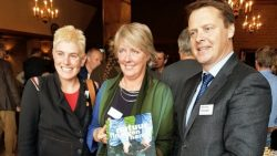 Tineke de Vries, Josefien Oude Munnink en gedeputeerde Johannes Kramer
