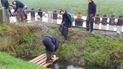 Carbidbuszitters in Kollumerzwaag houden het gaatje dicht voor de kick