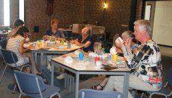 Keramiekschilderen: ontspannen en creatief bezig zijn.