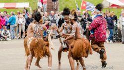 Dans en zang tijdens ceremonie. Meer foto's op www.rtvnof.nl.