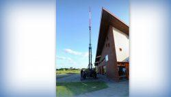De antenne wordt opgezet voor Slingeraapfestival