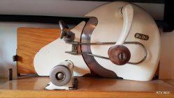 Een oude snijmachine