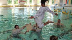 Zwembadtraining Karateschool Mushin Dojo in het Tolhuisbad te Dokkum