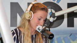 Eline de Vries met haar column: 'Kofje mei gebak'