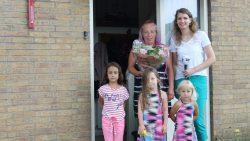Gerrie Dijkstra uit Moddergat ontvangt Simmerblomke