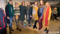 Modellen poseren samen met Marieka van ByMar