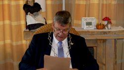 Burgemeester Agricola leest voor tijdens Nationale Voorleeslunch