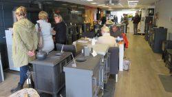 Veel belangstelling in de winkel tijdens stookdag bij Wijma Haarden