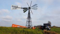 Amerikaanse windmotor nabij Burdaard teruggeplaatst