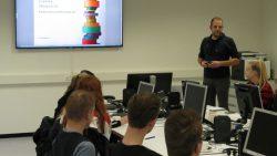 Lauwerscollege Buitenpost profileert zich als Business School bij Essentra Extrusion