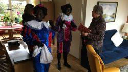 Zwarte Pieten verrassen cliënten van Buurtzorg