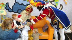 Sint en Piet op bezoek bij Kinderopvang de Dondersteen