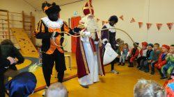 Veel lol met Zwarte Pieten en de Sint op CBS de Stapstien