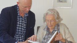 104-jarige verguld met boek over Fryslân in WO1