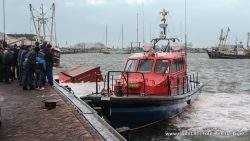 Containers aan wal gebracht in Lauwersoog