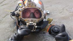 Onderwater werkzaamheden op de wallen