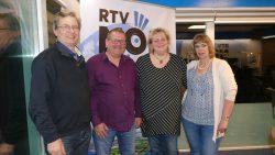 Auke en Ellen te midden van Hollands op zijn Best presentators Joege en Jikke