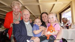 Eelke Bakker (108) bij huwelijksjubileum dochter