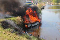 Boot volledig verwoest door brand
