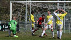Emile Vis scoort 0-1 voor Akkrum