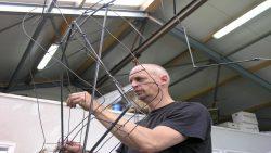 Ferwerter kunstenaar Hans Jouta is gestart met monument voor de strijd tegen kanker.