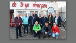 Gezellige bijeenkomst voor Doarpsomtinkers en doarpshelpers in Kollumerzwaag