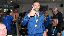 Roelof Rekker met de medaille. Kijk voor meer foto's op www.rtvnof.nl