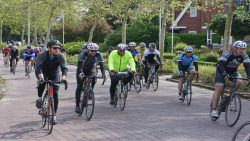 Rustige doorkomst fiets11stedentocht Dokkum, meer foto's en info: www.rtvnof.nl
