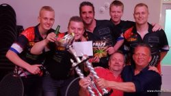 Simply The West wint dartzomercompetitie
