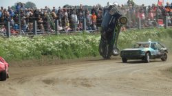 Autocross Kollum weer druk bezocht