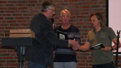 De Haan overhandigt eerste Sneuper aan Syb van der Ploeg en Eerde Dam