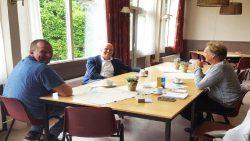 Wethouder Jouke Douwe de Vries van gemeente Noardeast-Fryslân maakt kennis met Warfstermolen.