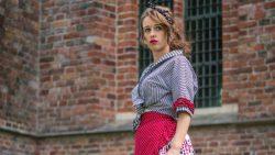 Zangeres Carla de Bruine speelt de rol van Djoeke Binnes