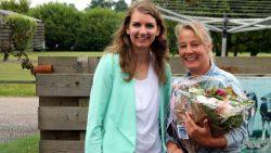 Tineke Kommerie ontvangt Simmerblomke