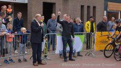 Tessa Neefjes wint Omloop van Ternaard bij de vrouwen