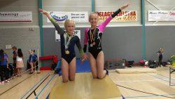 Nine en Sterre met de gewonnen medailles